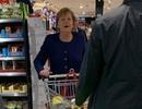 Thủ tướng Đức đi mua sắm trong siêu thị giữa mùa dịch Covid-19