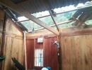Mưa đá, lốc xoáy khiến hàng chục ngôi nhà hư hỏng