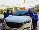 Đoàn viên miền núi rửa xe gây quỹ mua khẩu trang phát cho người dân