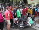 Người Hà Nội dậy từ 5 giờ sáng, bịt mặt, xếp hàng mua bánh trôi bánh chay