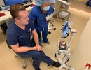 Mùa Covid-19, bệnh viện dùng iPad và Zoom để kiểm tra bệnh nhân