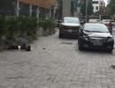 Hà Nội: Người phụ nữ rơi từ tầng cao chung cư xuống capo ô tô đỗ dưới sân