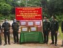 Tặng vật tư y tế, nhu yếu phẩm cho lực lượng chống dịch nước bạn Lào
