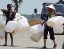 """Giải """"cơn khát"""" nước ngọt nhờ máy lọc nước chuyên biệt tặng cho bà con miền Tây"""