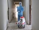 """Robot khử khuẩn của trường ĐH chính thức """"làm việc"""" ở khu cách ly"""