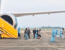 Chuyến bay đưa 93 người Việt từ Anh về nước hạ cánh xuống Vân Đồn