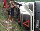 Container lật trên quốc lộ, tài xế tử vong trong ca-bin