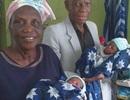 Sinh đôi và làm mẹ lần đầu ở... tuổi 68