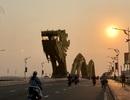 Đà Nẵng: Người dân náo nức tắm biển, dạo phố sau cách ly xã hội