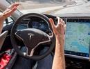 """Xe Tesla có thể """"đọc"""" biển báo và đèn giao thông để tự dừng xe"""