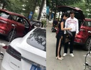 Xe chạy điện Trung Quốc cứu nguy cho xe Tesla hết điện giữa đường