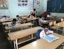 Giãn cách học sinh, 3 thầy cô chia nhau quản 4 lớp