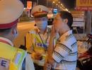 Yêu cầu tạm đình chỉ cán bộ thuế lái xe say xỉn còn thách thức công an