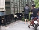 Hà Nội: Người phụ nữ lao vào tàu hỏa tự vẫn
