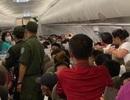 Khách nam phải rời khỏi máy bay vì tranh chỗ để hành lý, chửi bới tiếp viên