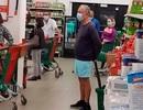 Tổng thống Bồ Đào Nha xếp hàng trong siêu thị