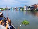 Đi thuyền trên sông ngắm phố cổ Bao Vinh đầy màu sắc