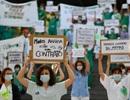 """Bác sĩ Tây Ban Nha đồng loạt biểu tình vì """"chiến đấu không vũ khí"""""""