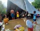 Trận mưa đầu mùa kèm lốc xoáy kéo sập cả trăm căn nhà