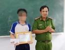 Công an Bạc Liêu tặng giấy khen học sinh lớp 8 đuổi bắt trộm