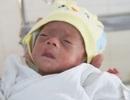 Bé gái sinh non bị bỏ rơi ở bệnh viện đã có người nhận nuôi