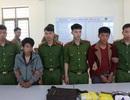 Bắt khẩn cấp 2 thanh niên ôm súng AK áp tải 15.000 viên ma túy