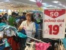 """Người dân """"săn"""" quần áo siêu rẻ tại BigC Miền Đông trước ngày đóng cửa"""