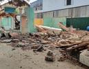Sập tường trong lúc tháo dỡ nhà, 2 người thương vong