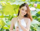 Hot girl ĐH Thủ đô biến hóa trong trẻo bên hoa sen