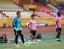 Quang Hải cố thi đấu, dính chấn thương phải làm khán giả