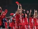 Các ngôi sao Bayern Munich đồng loạt mặc áo số 8 ăn mừng chức vô địch