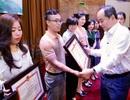 Bộ trưởng Bộ Văn hoá tặng Bằng khen cho phóng viên báo Dân trí