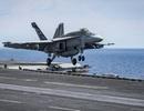 """Tiêm kích """"ong bắp cày"""" trên tàu sân bay Mỹ lao xuống biển"""