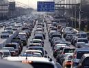 Vì sao Trung Quốc nới lỏng quy định sản xuất xe xanh?