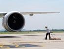 """Ngộp thở vì nắng nóng 62 độ C """"dội"""" xuống đầu nhân viên sân bay"""