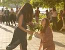 Cô gái gốc Việt được nữ y tá cầu hôn khi chống dịch trở về
