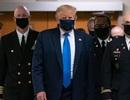 Ông Trump lần đầu đeo khẩu trang nơi công cộng, số ca Covid-19 vẫn tăng vọt