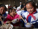 """Ăn Tết sớm với học trò người H'Mông ở """"cổng trời"""" xứ Nghệ"""