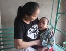 """Người đàn bà """"tận khổ"""" và tấm lòng với đứa trẻ mồ côi mắc bạo bệnh"""