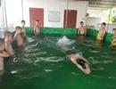 """""""Sáng kiến"""" bể bơi 10 triệu đồng của thầy giáo xứ Nghệ"""
