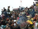 Chùa Đồng - Yên Tử lạnh kỷ lục, du khách vẫn ùn ùn hành hương
