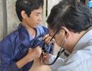 Gia đình có 10 giấy chứng nhận khuyết tật được bác sĩ viện Nhi TW thăm khám