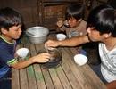3 anh em côi cút, đói rách trong căn nhà sắp sập