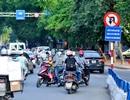 Hà Nội: Cố đi ngược chiều ngay dưới biển nhắc nhở văn hóa giao thông