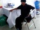 Cụ bà nghèo được bác sĩ góp tiền tiêm vắc xin phòng dại