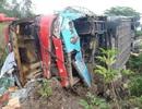 Xe khách tự lao xuống ruộng, 3 người bị thương