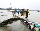 Cầu và đường bị mưa lũ cuốn trôi, hàng trăm hộ dân bị cô lập