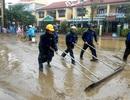 Người dân Hội An hối hả dọn rác, bùn non sau lụt lớn