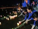 Tuổi trẻ Quảng Trị thả hoa đăng tri ân liệt sĩ trên sông Thạch Hãn