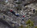 Cứu hộ Pháp gồng mình tìm thi thể nạn nhân máy bay trên núi cao